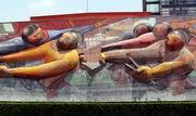 Д. А. Сикейрос. Композиция на здании Ректората в Университетском городке. Фрагмент. Комбинированная техника высокого рельефа, живописи, мозаики из естественного камня, керамики и металлических плиток. 1952—1956