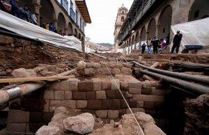 Инкские строения раскопаны под одной из центральных улиц Куско. Фото - ANDINA / Percy Hurtado Santillán