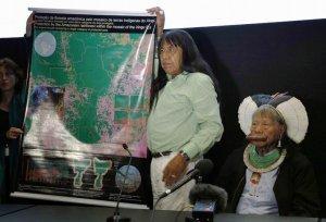 Вожди каяпо во Франции заостряют внимание на проблемы амазонских индейцев. На карте обозначены районы, подверженные массовой вырубке лесов