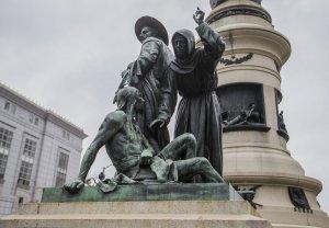 В Сан-Франциско уберут расистскую скульптуру. Фото: Jessica Christian/S.F. Examiner