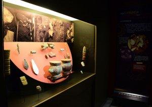 """83 предмета Подношения 78, обнаруженного в Темпло Майор, участвуют в выставке """"Подношения Шочипилли..."""". Фото: Гектор Монтаньо / INAH"""