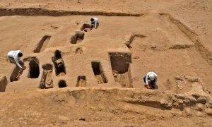 Археологи исследуют ритуальные захоронения в Чотуна-Чорнанкапе. Фото: Министерство культуры Перу