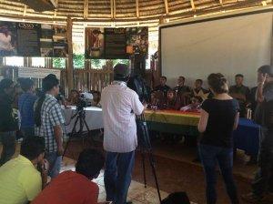 Президент организации «Исконная народность кичуа сарайаку» Хосе Гвалинга на пресс-конференции