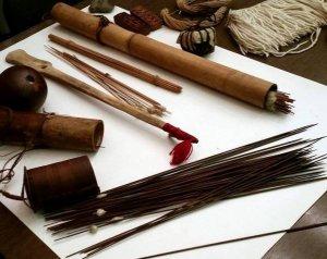 Экспонаты выставки «Индейцы Амазонии: украшения и оружие / Керамика индейцев ваура». Фото: А.Матусовский