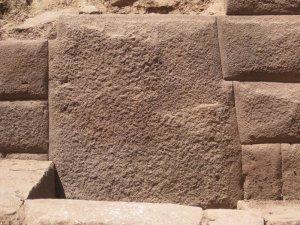13-угольный каменный блок найден в Инкауаси. Фото - Министерство культуры Перу / www.cultura.gob.pe