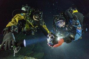 Череп 13-тысячелетней индианки, найденной в пещере Ойо-Негро (Мексика). Фото - Paul Nicklen / National Geographic