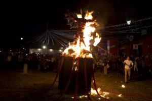 В Антигуа-Гватемале очистились от злых духов. 07.12.2014. Фото - Moises Castillo