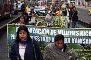 Женщины Амазонии дошли протестным маршем до центра столицы Эквадора (видео)