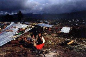 Лагерь беженцев майя-ишиль возле Небаха, Гватемала (Киче). Фото Жан-Мари Симон