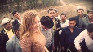Виктория Валикова с главами индейских поселений осматривают место будущей клиники