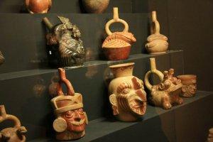 Экспонаты Национального археологического музея Брунинга. Фото - www.chanatrek.com