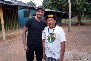 Дэвид Бекхэм посетил бразильское племя яномами и встретился с шаманом Дави Копенавой. Фото - Nenzinho Soares / survivalinternational.org