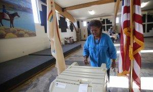 Марта Джонсон на референдуме об изменении системы голосования. Фото: Jon Austria/AP