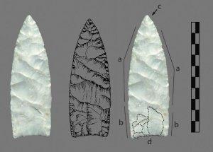 Фотография и прорисовка наконечника типа кловис. Kaitlyn A. Thomas et al. / Journal of Archaeological Science