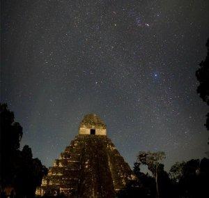Ночной Тикаль