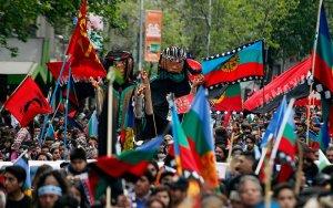Марш чилийских мапуче 12 октября традиционно завершился стычками с полицией (видео)