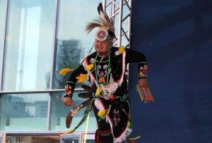 В День города в Екатеринбурге выступили североамериканские индейцы из ансамбля The Many Moccasins. Фото - Славяна Сагакьян.