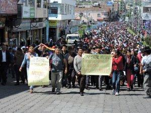 Марш в поддержку индейцев шуар провели в эквадорском городе Латакунга. Фото: Wilson Pinto / eluniverso.com