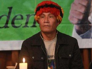 Фильм построен вокруг судьбы Альберто Писанго, индейского лидера, который вместе с местными общинами боролся за решение земельного вопроса