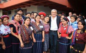 Президент Отто Перес Молина открыл первый кабинет коренных народов и межкультурного пространства. Фото - Правительство Гватемалы / guatemala.gob.gt