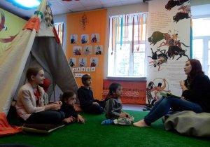 Детям в Петербурге есть где почитать об индейцах