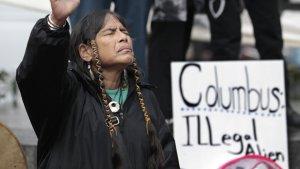 В США борются с памятниками Х. Колумба и меняют день в его честь на День аборигенов. Фото: ELAINE THOMPSON/AP