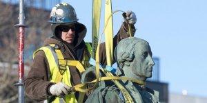 В Галифаксе убрали памятник основателю города с глаз долой. Фото: ANDREW VAUGHAN/CANADIAN PRESS