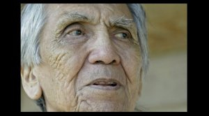 В возрасте 89 лет ушел из жизни Албан Майкл, последний носитель индейского диалекта нучатлат. Фото: Дебра Брэш