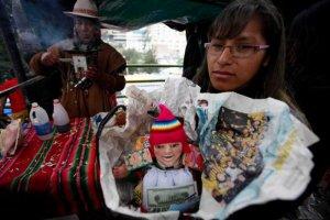 Ярмарка Аласитас в Ла-Пасе (Боливия) помогает исполнить желания. Фото - Juan Karita / AP