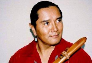 Флейтист навахо Эндрю Томас проводит встречи и концерты на Сахалине с 07 по 10 апреля