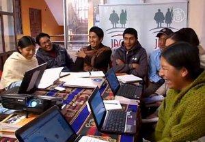 Энтузиасты переводят сеть Фейсбук на аймарский язык. Изображение - кадр видео