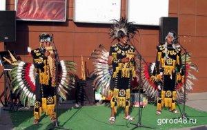 На улицах Липецка выступает коллектив из Перу – Laramarka. Фото - GOROD48.ru