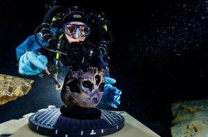 Водолазы изучают череп Найи и создают трехмерную модель при помощи подводных сканеров. Фото: Paul Nicklen / National Geographic