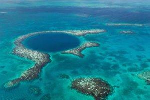 Исследование Большой голубой дыры в Белизе указывает на два периода сильной засухи, негативно повлиявших на цивилизацию майя. Фото - Tami Freed/Shutterstock.com