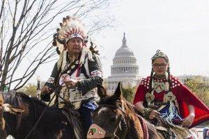 Индейцы, ковбои и зелёные разбили протестный лагерь в центре Вашингтона. Фото - European Pressphoto Agency