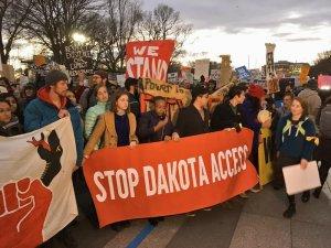 Протесты против строительства 2-х нефтепроводов возобновляются в Вашингтоне. Фото: https://twitter.com/collinrees