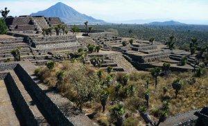 Кантона играл значимую роль в Месоамерике с 600 по 1000 гг., а после 1050 года был покинут