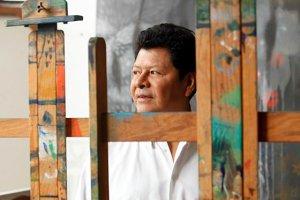 В столице Колумбии проходит выставка работ индейского художника Карлоса Хаканамихой. Фото - Gustavo Martínez