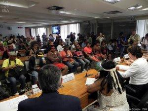 Слушаниях в комитете по правам человека Сената (Бразилия, 01 октября 2013 г.). Фото - Oswaldo Brago de Souza / ISA