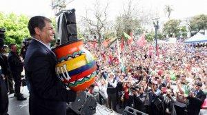 Рафаэль Корреа призвал индейцев Эквадора восстать против своих руководителей. Фото - eluniverso.com