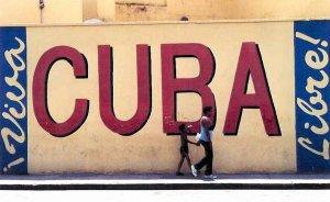 В жилах современных кубинцев течет более 70 процентов европейской крови, пятая часть генов принадлежит африканцам и 8 процентов – американским индейцам, сообщила директор кубинского Национального центра медицинской генетики Беатрис Марчеко.