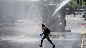 Протест мапуче перерос в столкновения с полицией столицы Чили
