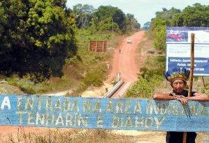 Вход на территорию индейцев теньярим. Euzivaldo Queiroz/ Архивное фото - acritica.uol.com.br