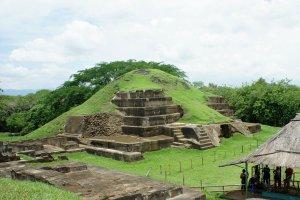 Пирамида в Сан-Андресе. Фото: Mario Roberto Duran Ortiz / Wikipedia