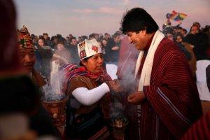 В Тиуанако президент Боливии принес дары Пачамаме, отметив 10-летний срок пребывания на посту главы страны