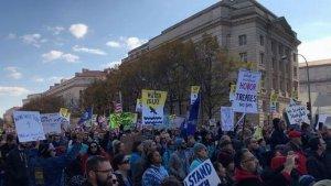 В столице США прошла демонстрация против строительства нефтепровода в Дакоте