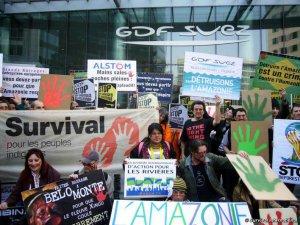 В Париже у офиса компании GDF Suez прошла акция протеста. Архивное фото, март 2014 - Survival International / www.survivalinternational.org