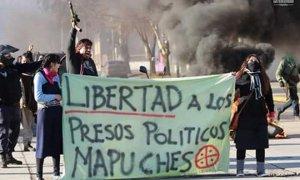 Традиционно в День Колумба мапуче в Сантьяго требовали возвращения своих земель