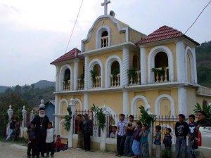 Сербские священники помогают обращать в православие индейцев. Фото: Сербская ортодоксальная церковь / www.spc.rs