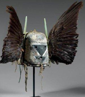 маска «Ворона Мать» с вороньими перьями по бокам. Хопи, ок. 1860-1870 гг.